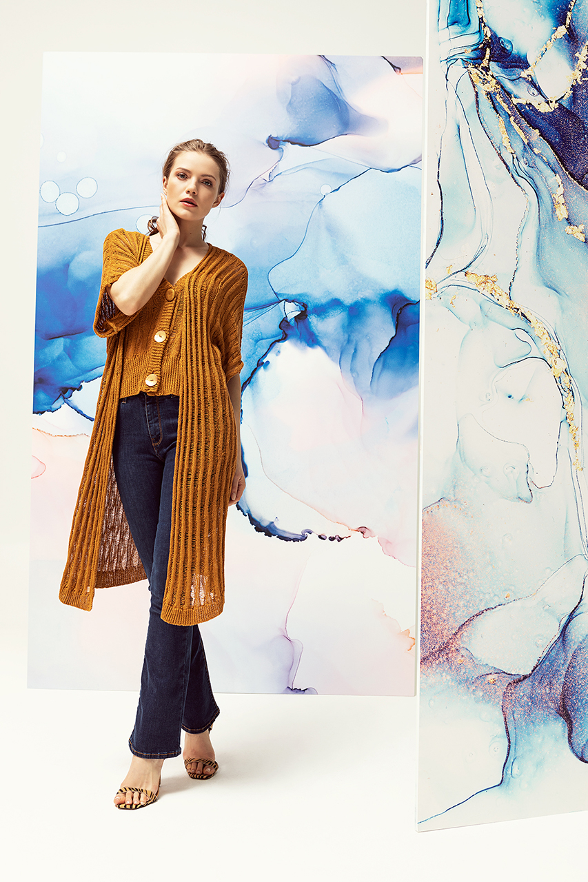 Woman spring-summer 2021 outfit picture
